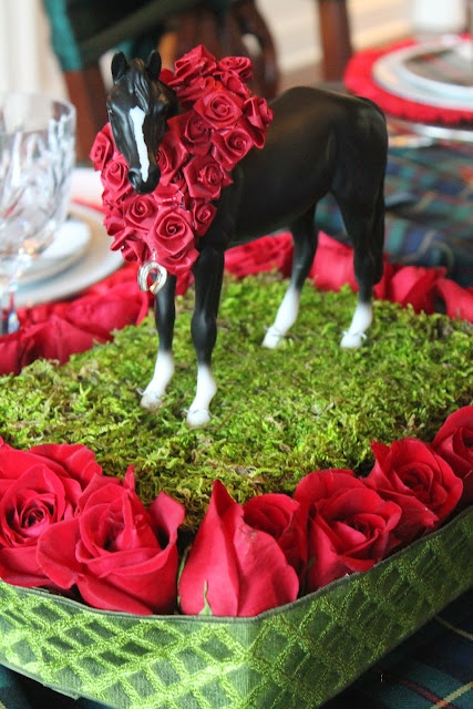 horse_roses_centerpiece